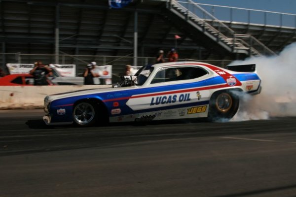 Mendy Fry boils the Lucas Oil Special's hides for charity (photo by Darr Hawthorne)